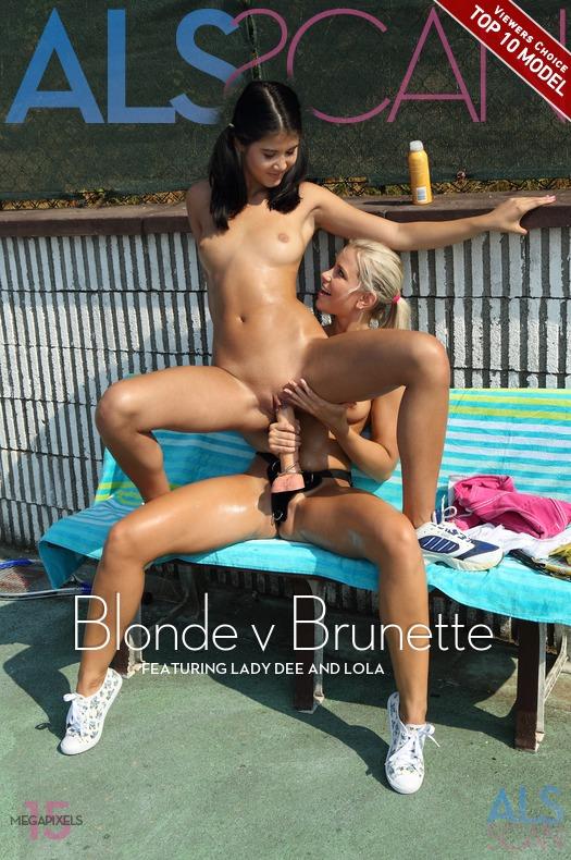 Blonde v Brunette