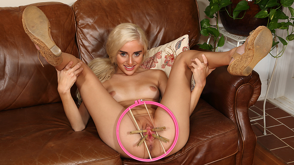 NEW MODEL NAOMI WOODS - PERFECT PUSSY